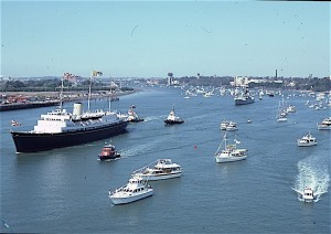 Royal yacht Britannia's welcome on Brisbane River 29 Sep 1982
