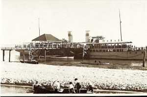 'Koopa' at Bribie Jetty 1920s (photo courtesy Ian Hall)