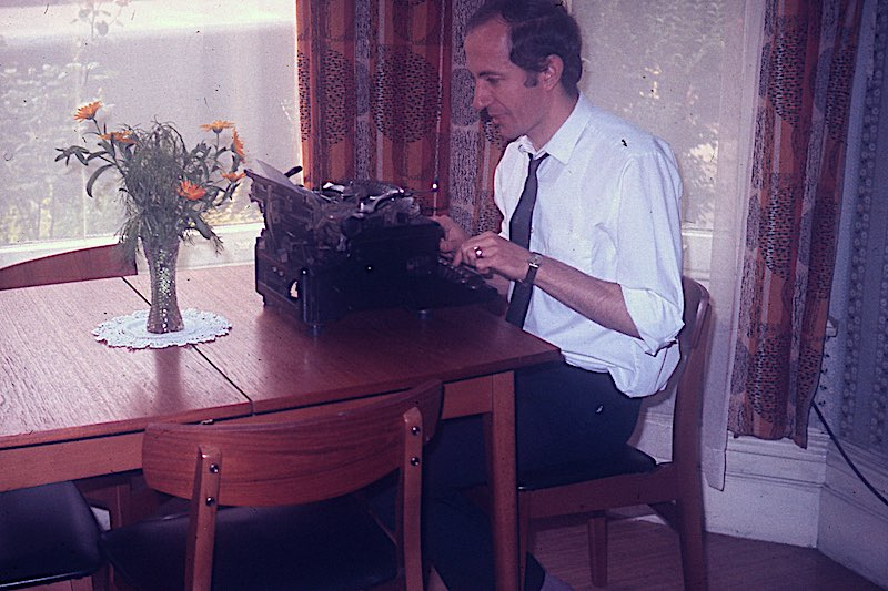 london-1970-peter-ludlow-at-work-in-august